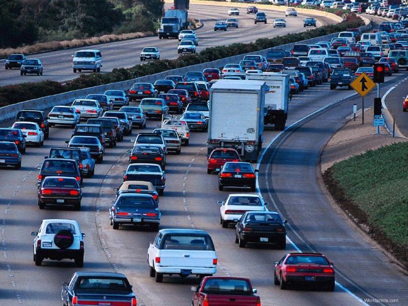 Плохие дороги ипробки стали главными транспортными проблемам для граждан городов РФ