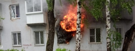 Из пожара на Малышева спасли человека