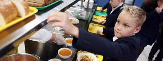 Чиновники Магадана приехали в Нижний Тагил учиться кормить школьников и детсадовцев