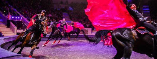 «Горская легенда о любви» поразила зрителей глубиной чувств и хореографией: в цирке Нижнего Тагила состоялась премьера долгожданного шоу