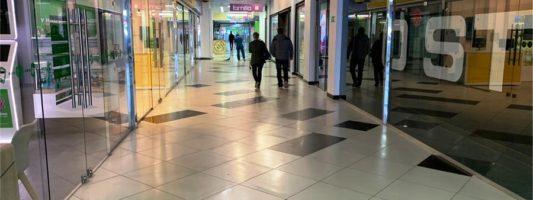 Торговые центры Нижнего Тагила опустели. Фото журналистов ИА «Все новости»