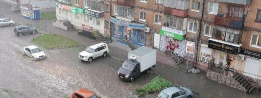 «Я живу в Венеции тагильской»: городские улицы снова затопило после ливня