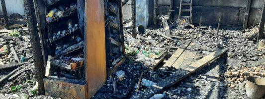 В Нижнем Тагиле неизвестные подожгли киоск по ремонту обуви и овощной склад